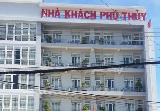Co gai rot lau tu vong tai nha khach Phu Thuy, Phan Thiet hinh anh