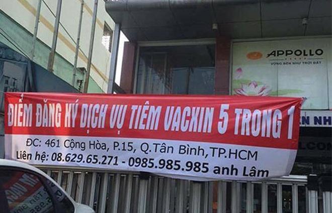 Bay tu TP HCM ra Ha Noi xep hang cho tiem vac xin hinh anh 2
