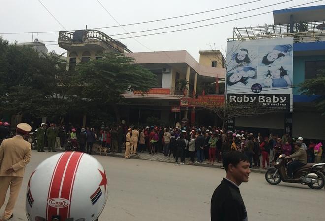 Bi thu Thanh Hoa doi thoai voi ngu dan anh 1