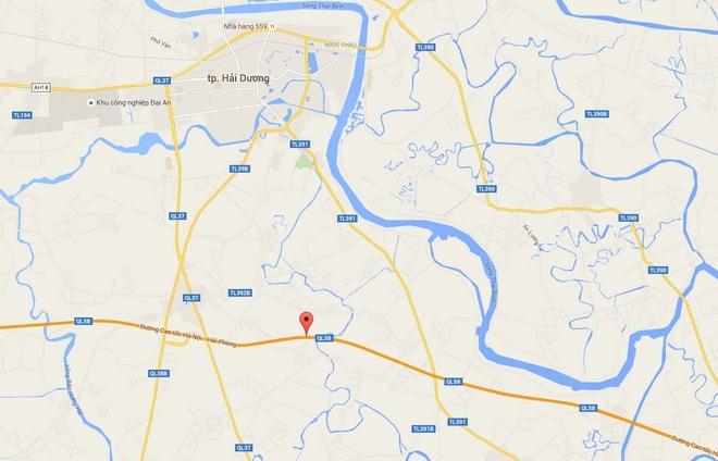 Mercedes dam nat xe Ford tren cao toc Ha Noi - Hai Phong hinh anh 2