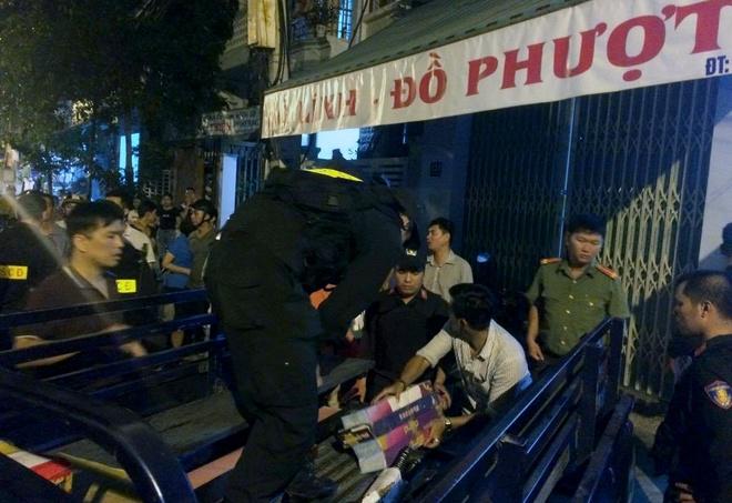 Hang tram cong an kham xet kho vu khi giua long thanh pho Nha Trang hinh anh 1