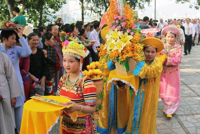 Chiem nguong le hoi Thap Ba Ponagar hang tram nam o Nha Trang hinh anh