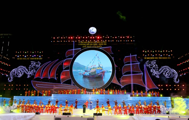 Hang chuc nghin nguoi du khai mac Festival bien Nha Trang 2019 hinh anh 1