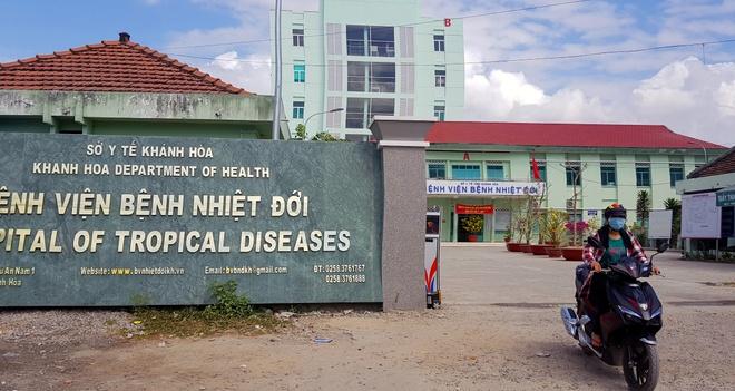 Bệnh viện nhiệt đới tỉnh Khánh Hòa nơi đang điều trị một số ca có dấu hiệu số cao, để xét nghiệm virus corona. Ảnh: An Bình.