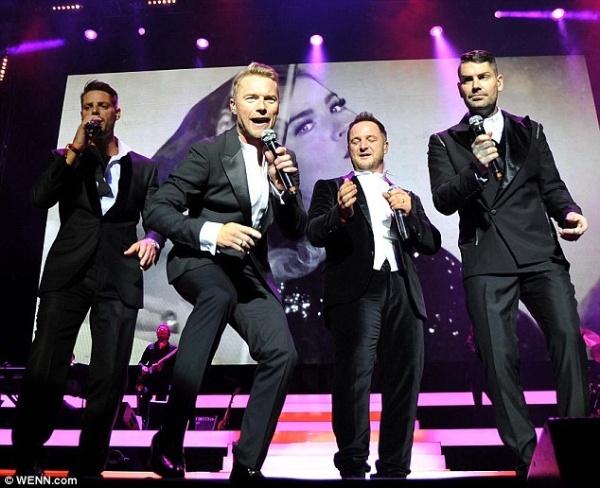 Boyzone tai hop trong tour dien ki niem 20 nam hinh anh