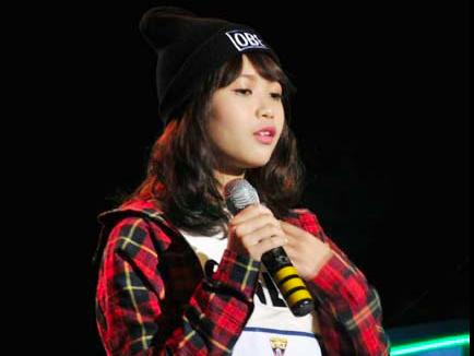 Hot girl Mo Naive chinh phuc ba giam khao Ngoi sao Viet hinh anh