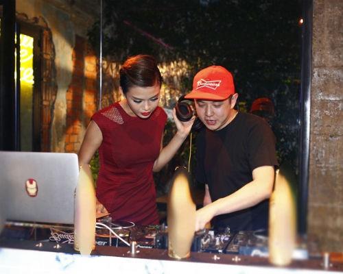 Mau Thanh Thuy thu lam DJ hinh anh