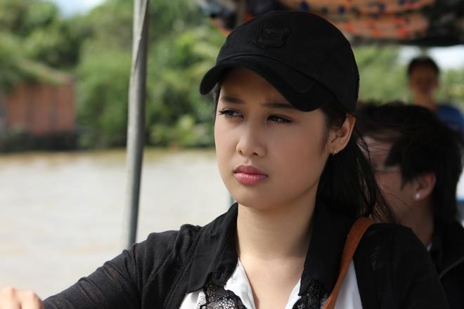 Con gai Hong Van dong chung vai voi me trong phim moi hinh anh 1
