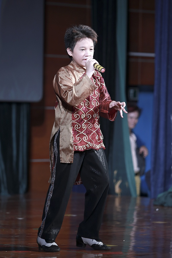 Con gai Chieu Xuan nhan hoc bong ngay 1/6 hinh anh 7
