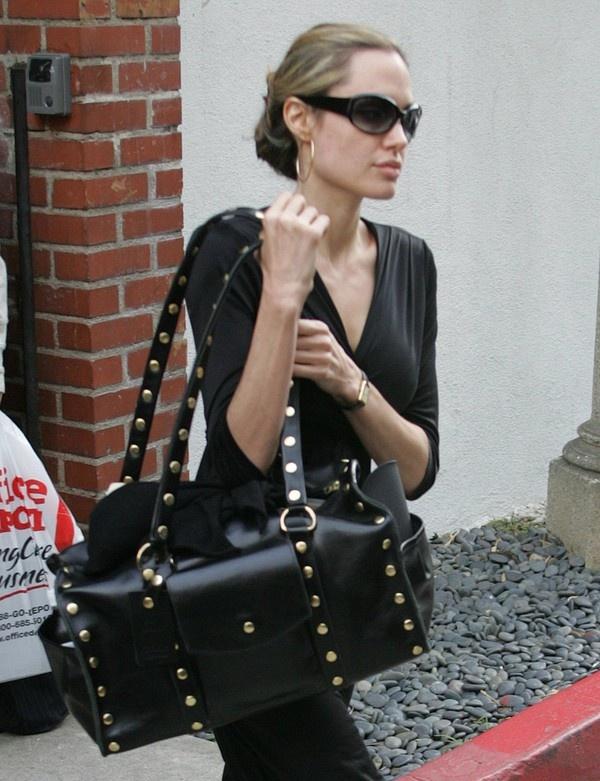 Đơn giản cùng mẫu túi Chloe Aurore Padlock Tote.