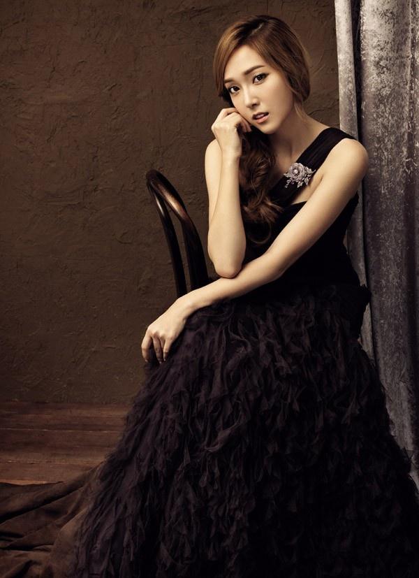 Jessica (SNSD): Nu hoang thoi trang dich thuc cua Kpop hinh anh 16 Trước đó, cô còn quen mặt trong những hình ảnh quảng bá của Stonehenge.