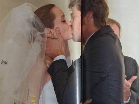 Lo them anh cuoi tuyet dep cua Angelina Jolie va Brad Pitt hinh anh