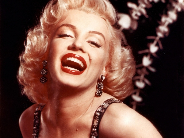 He lo chuyen tinh dong tinh trong qua khu cua Marilyn Monroe hinh anh