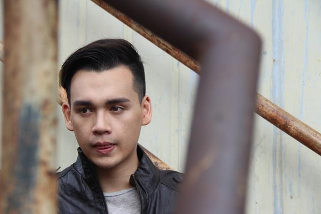 Nguyen Tran Trung Quan vat va quay MV 'Nghieng' hinh anh 1