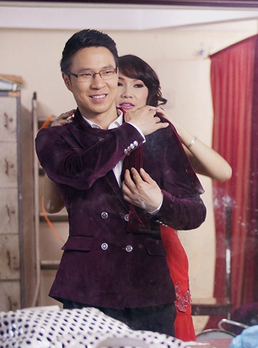 MC Anh Quan lieu linh to tinh tren san khau truc tiep hinh anh 9