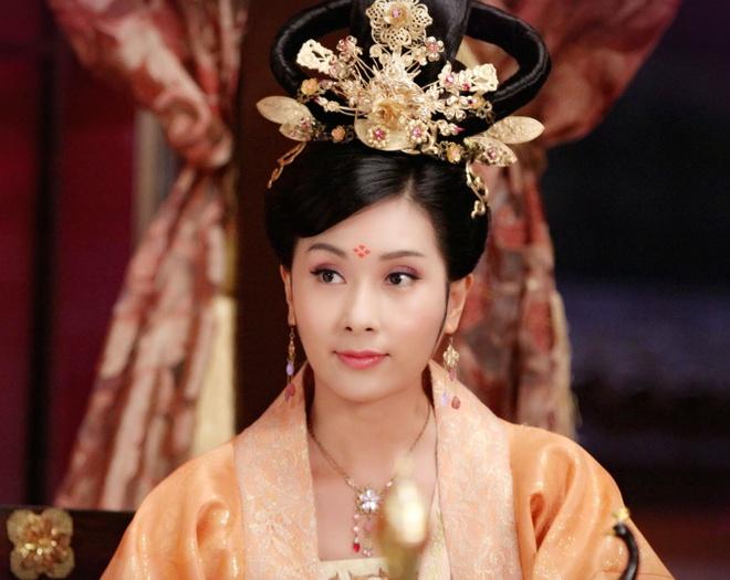 Hoa Hau Hong Kong uat han ket lieu doi minh trong phim moi hinh anh