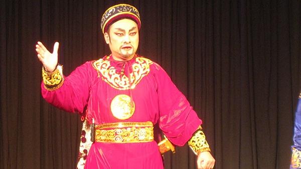 Nhung vai dien de doi cua 'Chu Van Quenh' hinh anh 2  Người nghệ sĩ với niềm đam mê tuồng cổ.