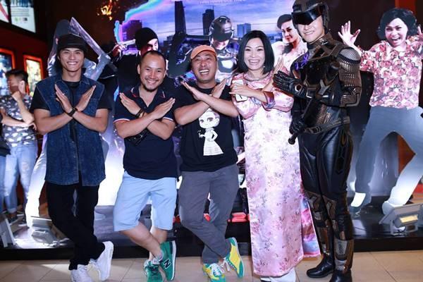 Dao dien Quang Dung: 'Sieu nhan X. bi lo khong phai chieu PR' hinh anh 1  Sau đêm ra mắt ngày 4/2, đến ngày 5/2, bản quay lén phim Siêu Nhân X đã bị phát tán trên một số trang xem phim trực tuyến.