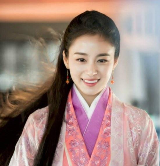 Nhung nu cuoi thien than cua Kim Tae Hee hinh anh 1 Thư thánh Vương Hy Chi là bộ phim truyền hình Trung Quốc đầu tiên mà Kim Tae Hee góp mặt. Trong phim, cô vào vai vợ hiền của nhà  thư pháp Vương Hy Chi.