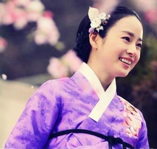 Nhung nu cuoi thien than cua Kim Tae Hee hinh anh 4 Nhân vật Jang Ok Jung trông vô cùng xinh đẹp khi cười.