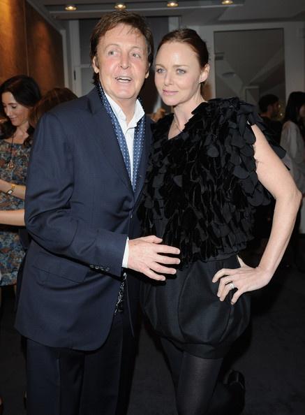 """Stella McCartney và cha, Sir Paul McCartney, một trong """"tứ quái"""" The Beatles lừng danh."""