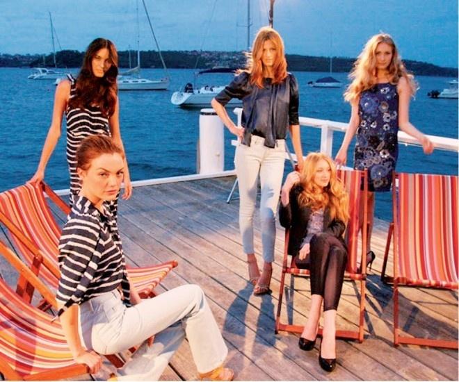 Năm 2007, Stella McCartney hợp tác với chuỗi cửa hàng bán lẻ Target (Úc) cho ra đời 42 mẫu trang phục nữ mang tính ứng dụng cao. Bộ sưu tập này được Stella McCartney lấy cảm hứng từ người mẹ quá cố của mình.