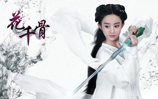 Hoa Thiên Cốt là một trong những dự án phim cổ trang được mong chờ nhất  trên màn ảnh Hoa ngữ trong năm nay. Vào vai nữ chính Hoa Thiên Cốt,  Triệu Lệ Dĩnh có tạo hình trong sáng và đáng yêu.