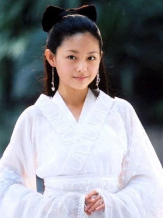 Vẻ đẹp trong sáng, dễ thương của ma nữ Nhiếp Tiểu Thiện (Từ Hy Viên) trong  Thiện nữ u hồn làm xao xuyến trái tim người xem.