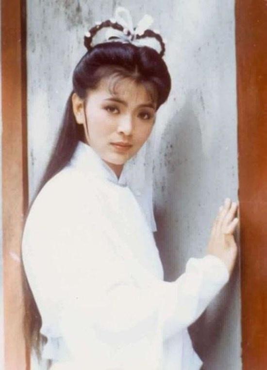Trần Ngọc Liên ghi điểm với vẻ đẹp thoát tục và diễn xuất tự nhiên khi vào vai  Tiểu Long Nữ trong bản phim Thần điêu đại hiệp năm 1983.