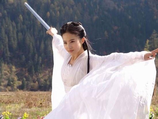 Tuy không được đánh giá cao về diễn xuất, nhưng Lưu Diệc Phi lại được người xem hết lời khen ngợi về mặt tạo hình khi vào vai Tiểu Long Nữ.