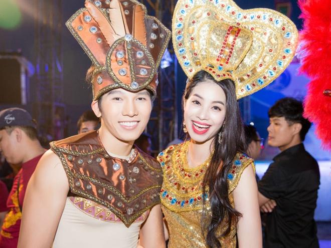 Dan mau Viet long lay o carnaval duong pho Quang Binh hinh anh