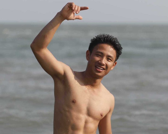 'Running Man' Xuan Tien khoe body, lot top 10 Phai manh Viet hinh anh