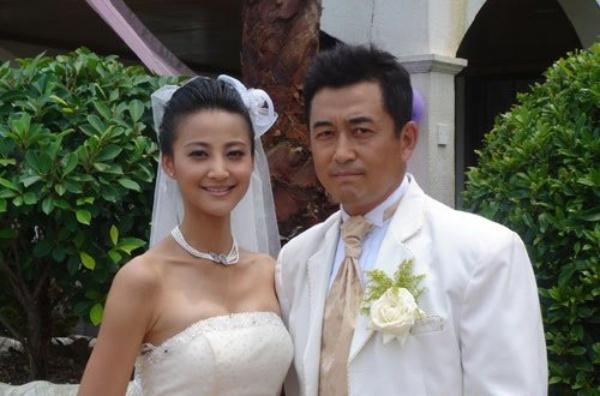 Sao Hoa ngu 'bi bao ung' khi bo vo, theo tinh nhan hinh anh 2 Trương Hâm Nghệ và Vương Chí Phi.