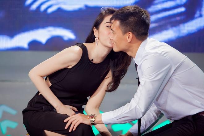 Thuy Tien: 'Toi tu hao ve nhan sac cua Cong Vinh' hinh anh
