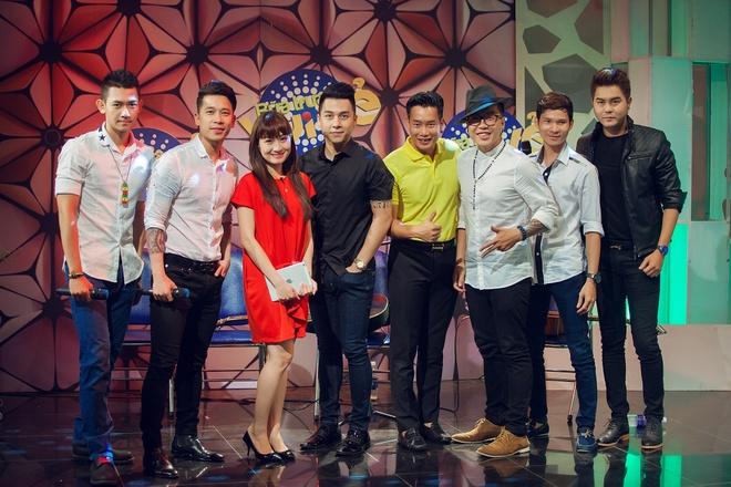 Tien Dung The Men 'tan tinh' MC Bua trua vui ve hinh anh 9