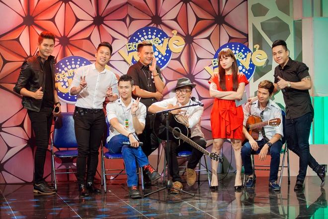 Tien Dung The Men 'tan tinh' MC Bua trua vui ve hinh anh 5