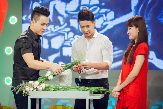 Tien Dung The Men 'tan tinh' MC Bua trua vui ve hinh anh 7
