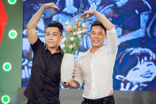 Tien Dung The Men 'tan tinh' MC Bua trua vui ve hinh anh 8