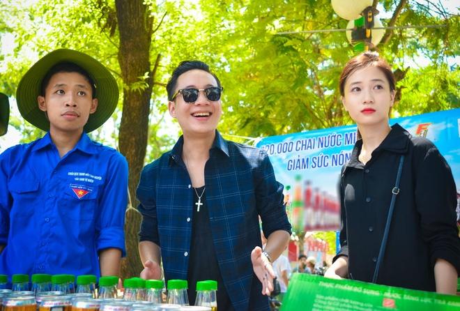 Hong Que doi nang di phat nuoc cho si tu hinh anh 4
