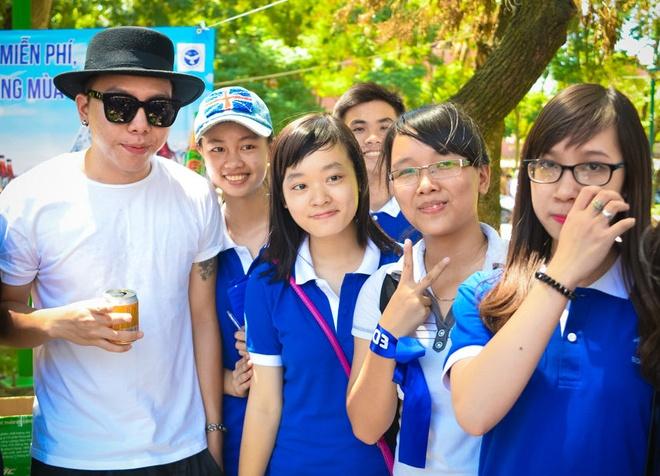 Hong Que doi nang di phat nuoc cho si tu hinh anh 6