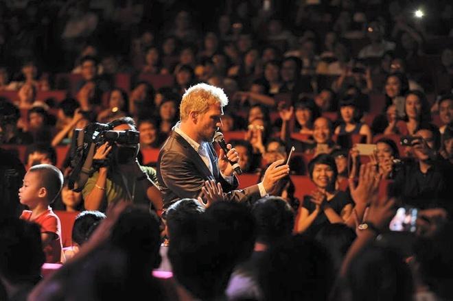 Michael Learns To Rock xuong duoi san khau om fan nu hinh anh 9
