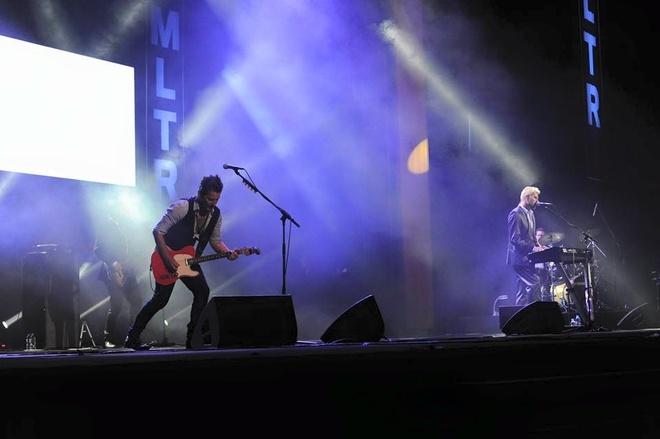 Michael Learns To Rock xuong duoi san khau om fan nu hinh anh 7