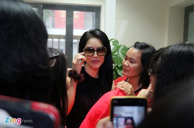 Clip mot ngay chay show cua Thu Phuong tai Ha Noi hinh anh