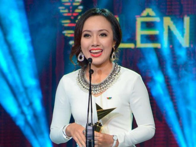 BTV Hoai Anh rut khoi de cu MC An tuong cua VTV Awards hinh anh