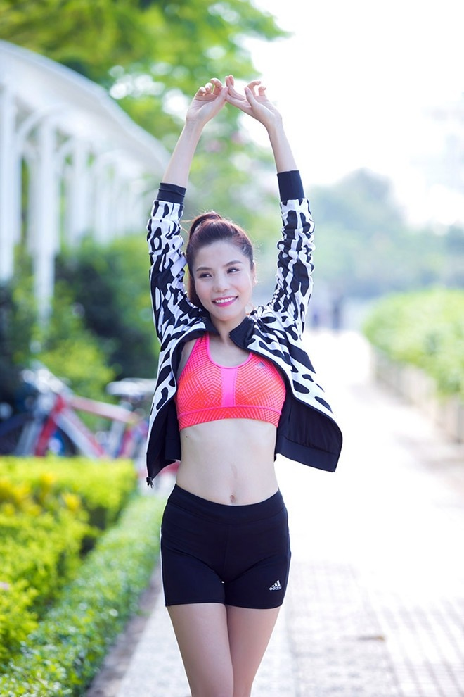 Kiwi Ngo Mai Trang lay lai vong eo 63 cm mot thang sau sinh hinh anh 1