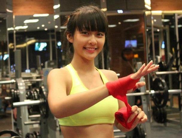 Hot girl Kha Ngan luyen vo ren suc khoe va phong ve hinh anh