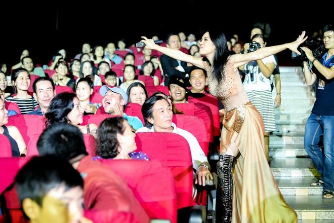 Nhung khoanh khac kho quen trong liveshow Thu Phuong hinh anh 16