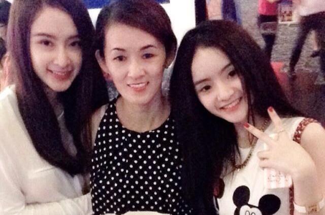 Chi em Angela Phuong Trinh dien mot khong quan dan me di an hinh anh