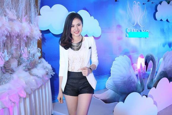 Van Trang tuoi tan di tiec cung mau nam Next Top Model hinh anh 2