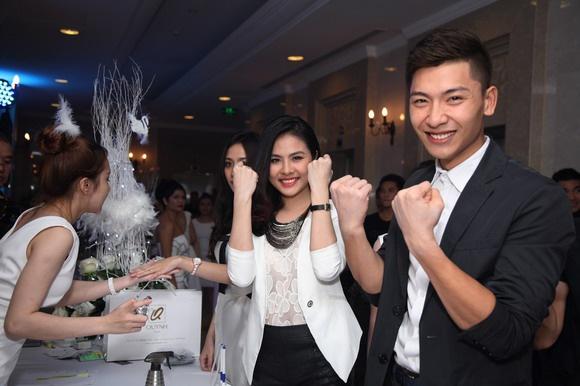 Van Trang tuoi tan di tiec cung mau nam Next Top Model hinh anh 1